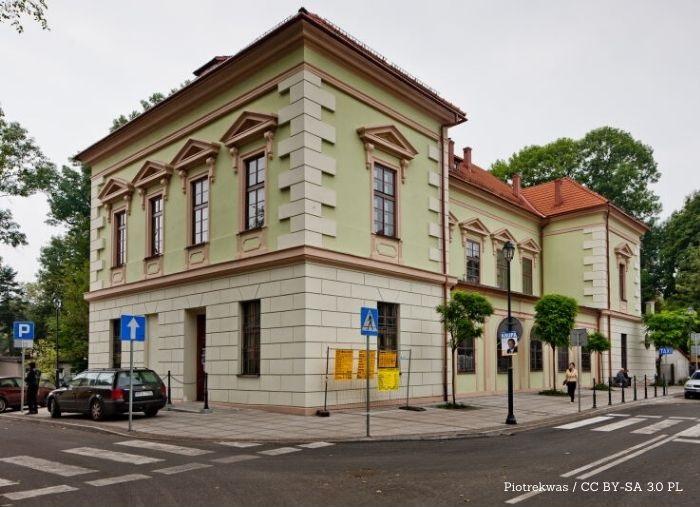 CKS Krzeszowice: Odblask tajemnicy - wystawa zbiorowa